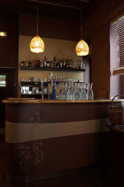Bar floral contemporain Italien
